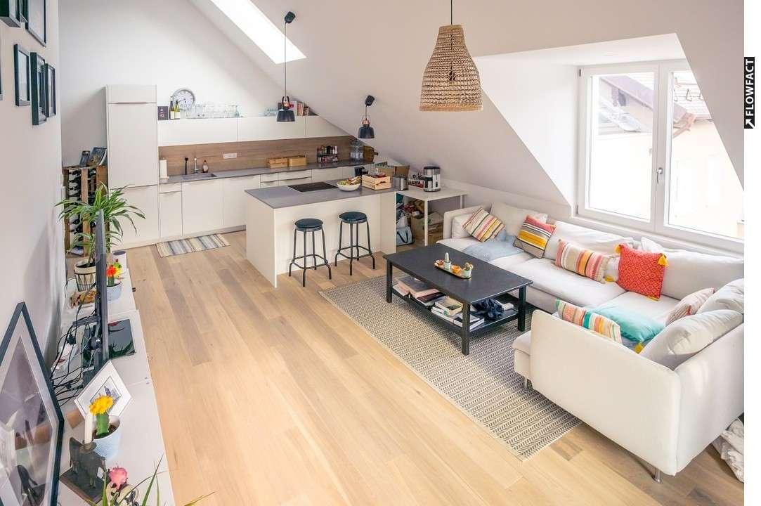 Wunderschöne, offen geschnittene Dachgeschosswohnung im Norden von München