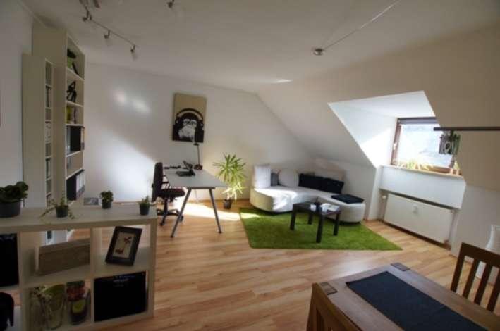 Schöne ruhige zwei Zimmer Mansarden-Wohnung in Regensburg-Ziegetsdorf zu vermieten in