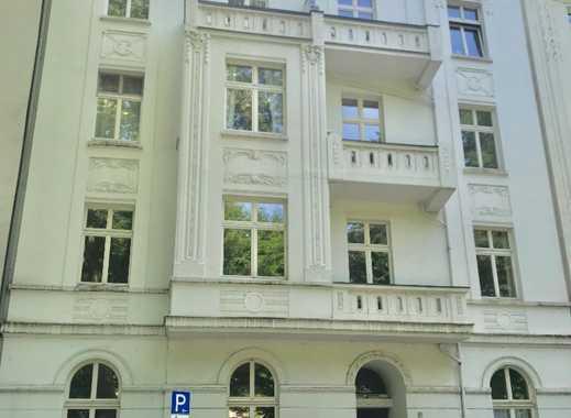 Stilvolle drei Zimmer Altbau Wohnung Karolingerstraße in Düsseldorf, Bilk