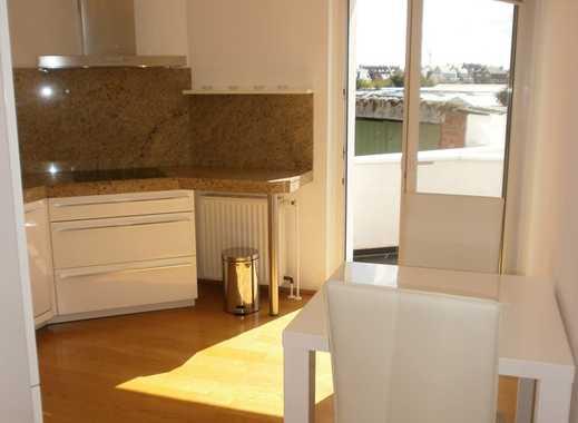 Düsseldorf- Nähe Medienhafen: 2-Zimmer-Luxus-Wohnung mit Balkon und Rheinblick (möbliert) !!!