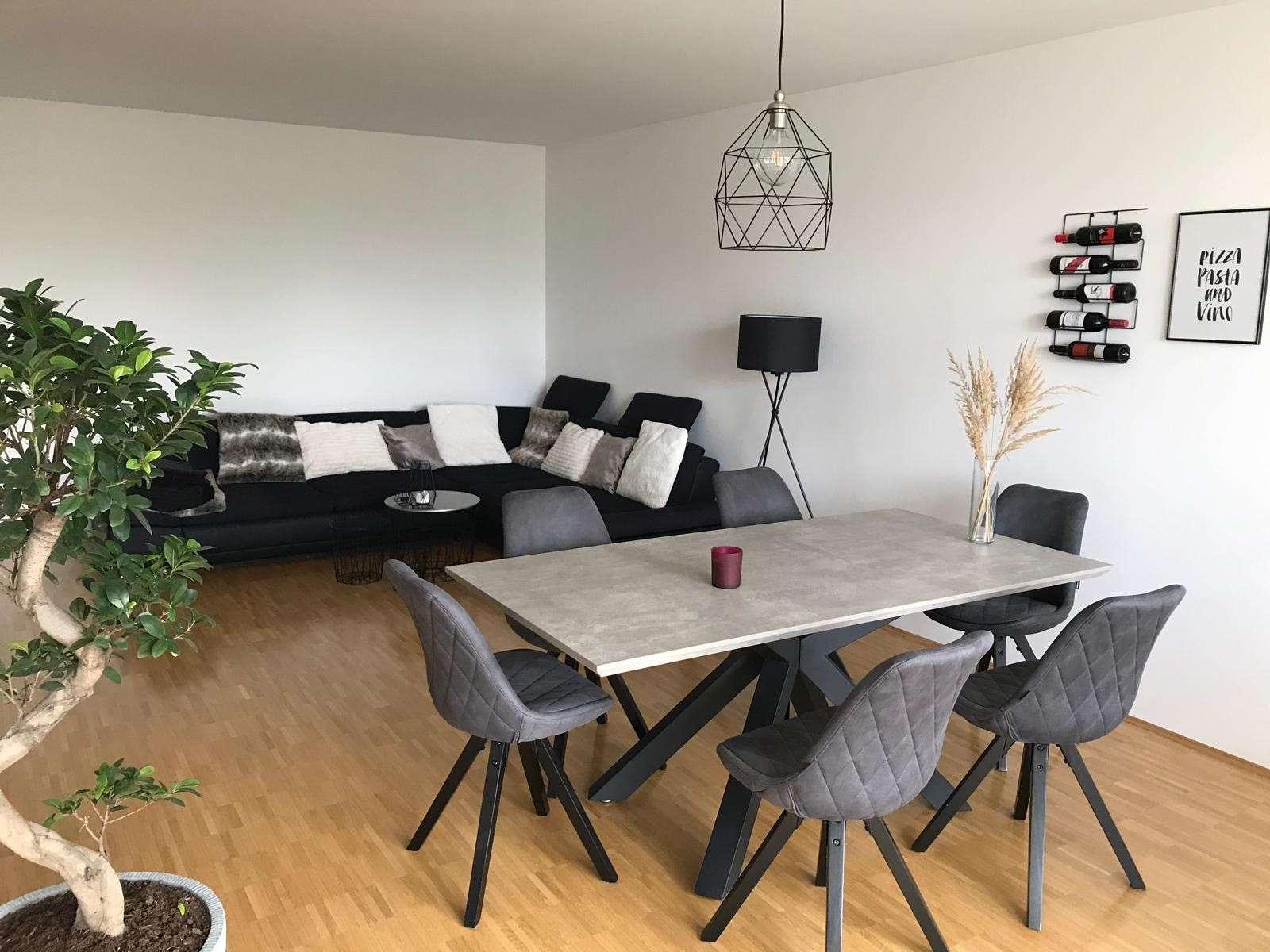 ZUR UNTERMIETE FÜR 1 JAHR! möblierte großzügige helle 2- Zimmer Wohnung im Grünen. Top Lage. in Trudering (München)