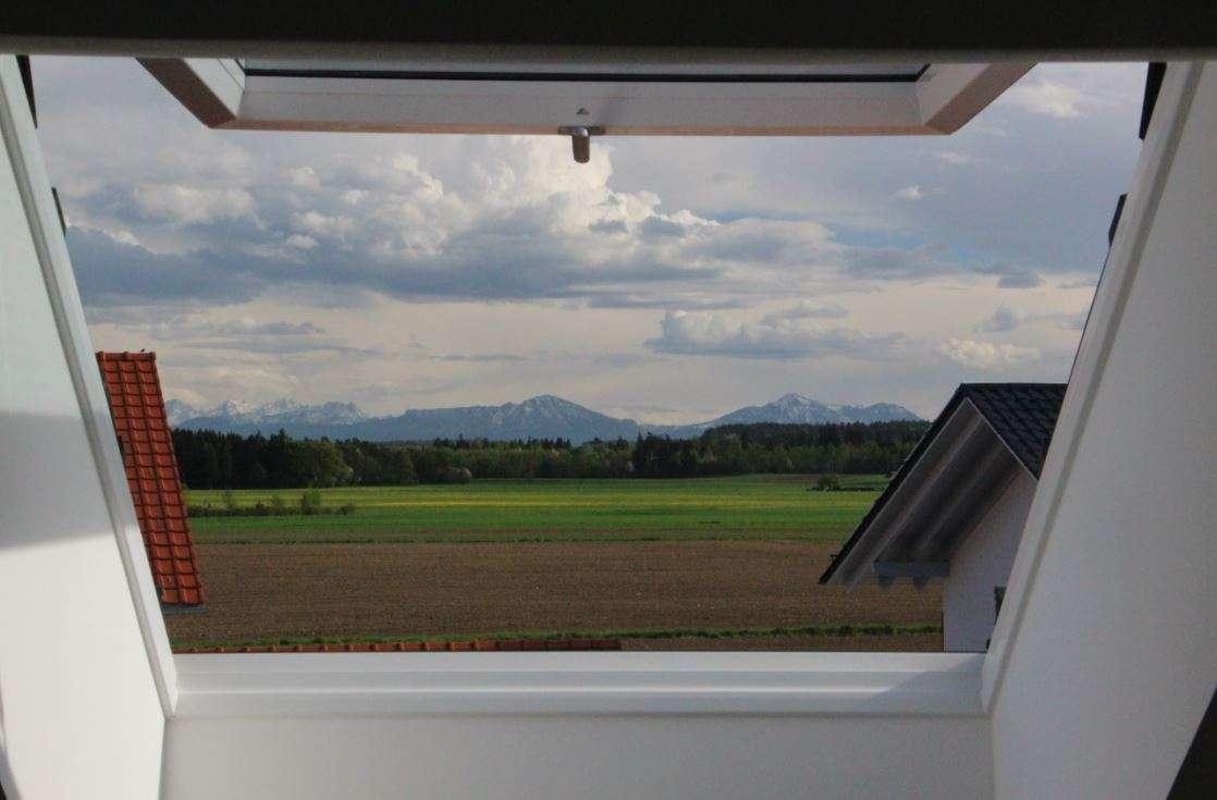 Neuwertige 3,5-Zimmer DG-Wohnung mit Bergblick und viel Stauraum in Tacherting