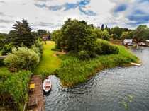 Bild Haus am See auf großem Wassergrundstück mit Baulandreserve