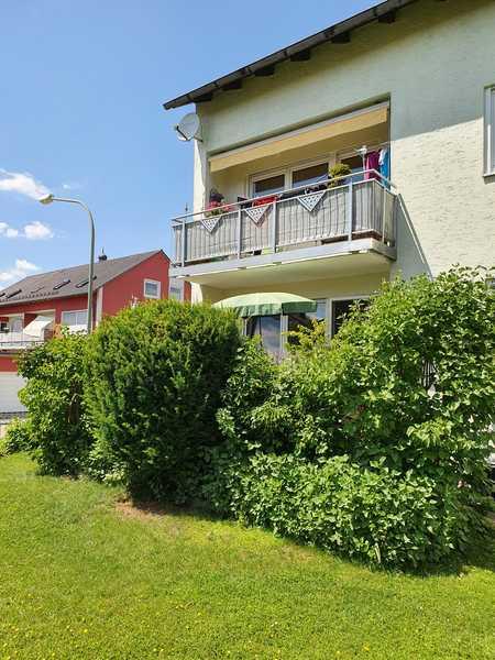 Gepflegte Wohnung mit vier Zimmern und Balkon in Obertraubling in Obertraubling