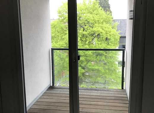 Moderne 2-Zimmer-Dachgeschosswohnung mit Balkon und EBK in Offenburg, verkehrsgünstig und zentral