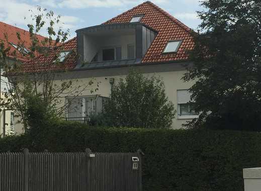 Schöne, geräumige, helle drei Zimmer DG-Wohnung in München (Kreis), Neukeferloh