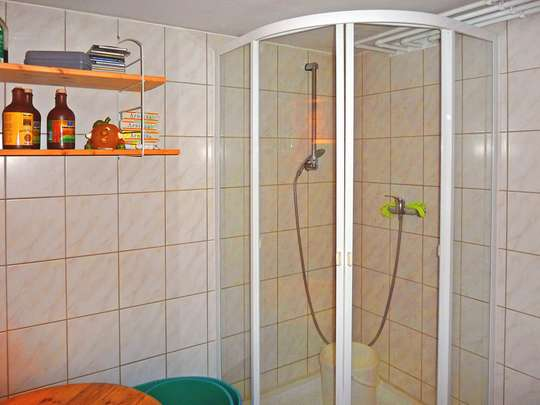 Attraktive Doppelhaushälfte mit Kamin, Pool und Sauna auf kleinem Grundstück - Bild 16