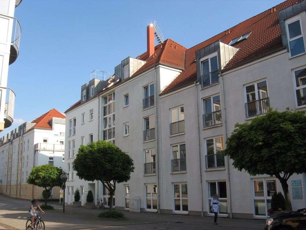 Betreutes Wohnen: 3-Zi-Whg im 1. OG mit Küche und Einbaumöbeln sowie TG-Stellplatz!