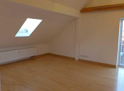Gepflegte 2,5-Zimmer-Dachgeschosswohnung mit Einbauküche in Wiesenthau
