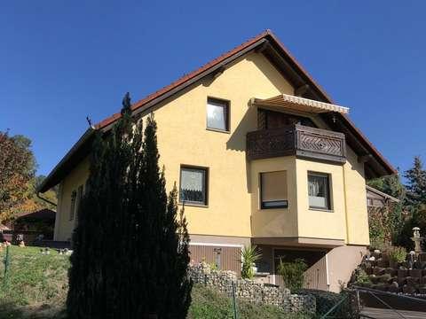 Solides Einfamilienhaus mit Erker-Keller-Garagen