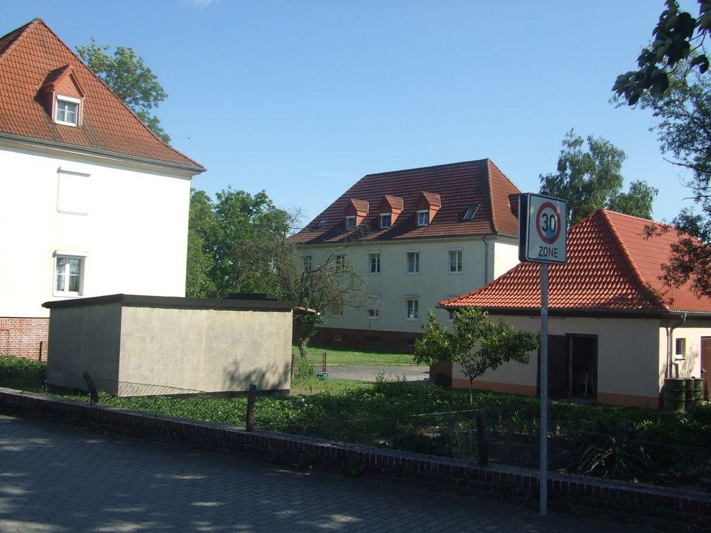 Grundstück mit Stallungen