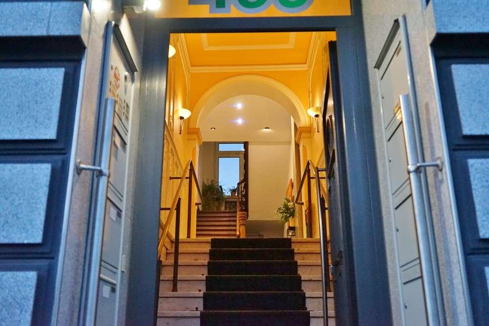 Stadtvilla: Luxuriöse Dachgeschosswohnung mit Dachterrasse