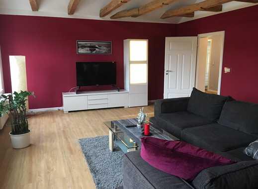Sehr schöne möblierte 2-Raum Dachgeschosswohnung mit Eckwanne, Einbauküche und Pkw-Stellplatz...!!!