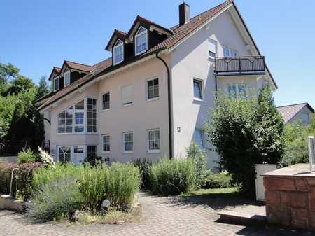 Gepflegte 2-Raum-Dachgeschosswohnung mit Balkon und Einbauküche in Bad Kissingen in Bad Kissingen