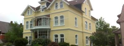 Tolle 4 Zimmerwohnung mit großem Balkon in denkmalgeschützter Villa im westlichen Kurgebiet