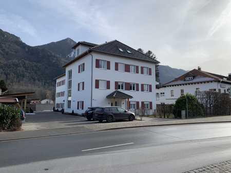 Exklusive, helle 2-Zimmer-Wohnung mit Balkon und Einbauküche in Marquartstein in Marquartstein