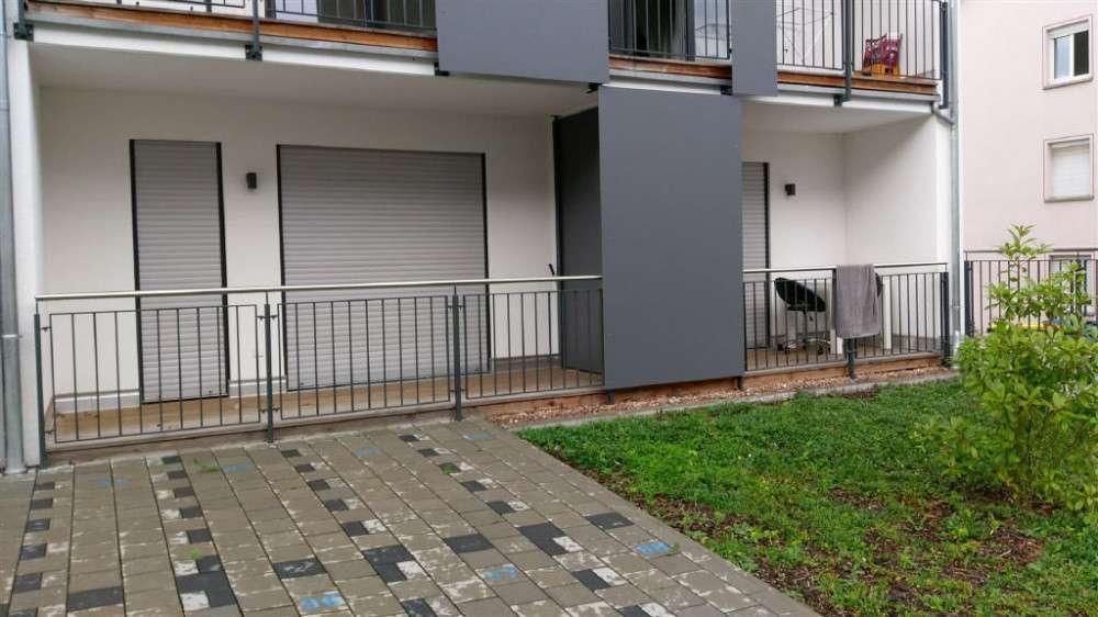 ARNOLD-IMMOBILIEN: Modernes, möbliertes Zimmer mit Balkon in