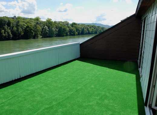 Helle Dachwohnung mit wunderschönem Blick auf den Rhein und grosser Terrasse
