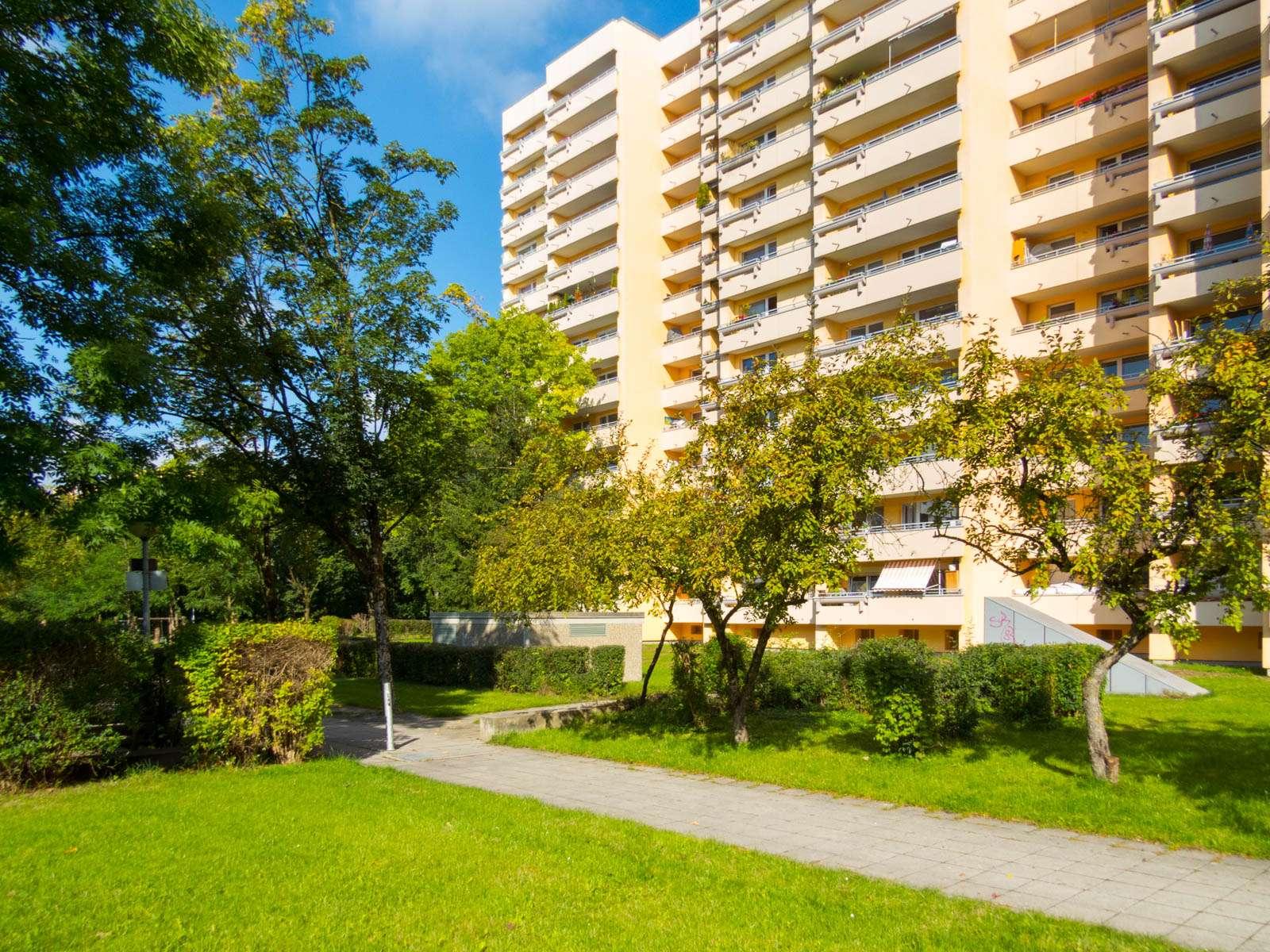 Erstbezug nach Sanierung: exklusive, geräumige 1-Zimmer-Wohnung mit Balkon in Neuperlach, München in Perlach (München)