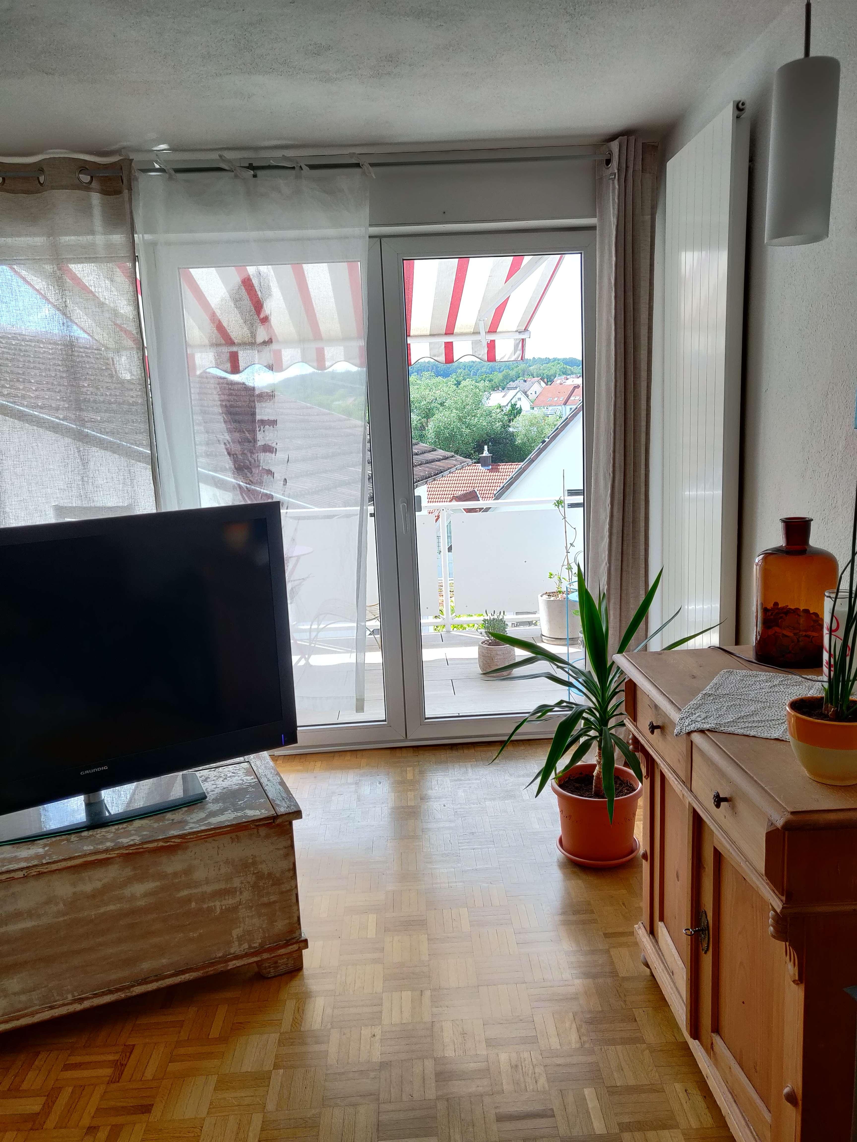 Sanierte 2-Raum-Wohnung mit Balkon und Einbauküche in Hösbach in