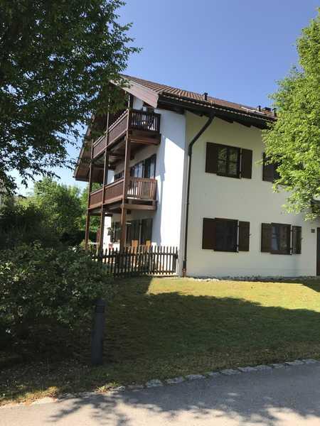 Helle 3-Zimmer-Wohnung mit 2 Balkonen und EBK in Sauerlach in Sauerlach