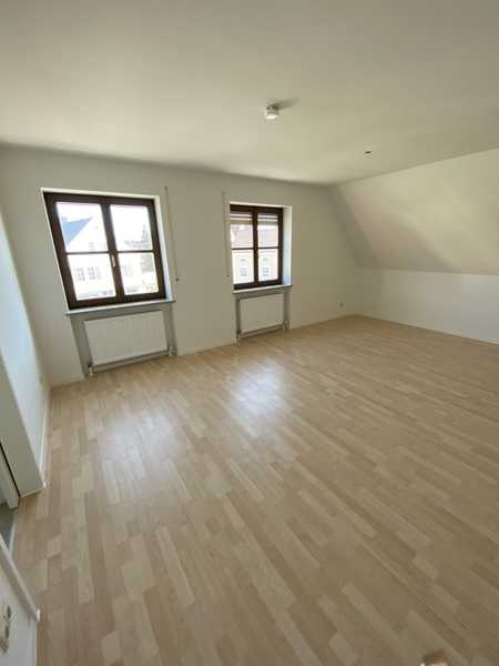 Teilrenovierte helle 2-ZKB-Wohnung (mit Balkon) zu vermieten ab sofort in Aichach
