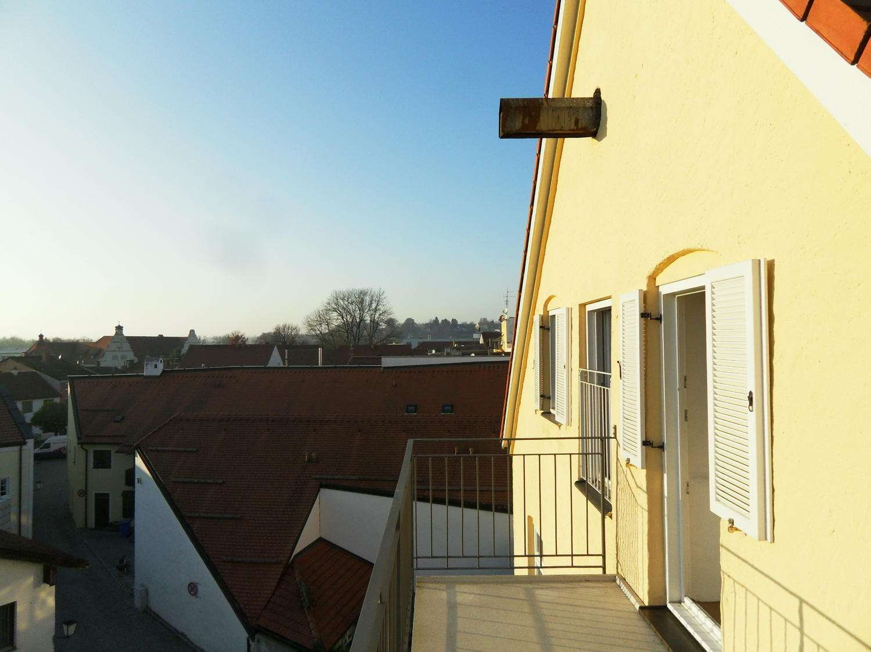 ... etwas Besonderes: Wohnen am Stadtplatz - Sichtdachstuhl, Südbalkon & moderne EBK ... in Mühldorf am Inn