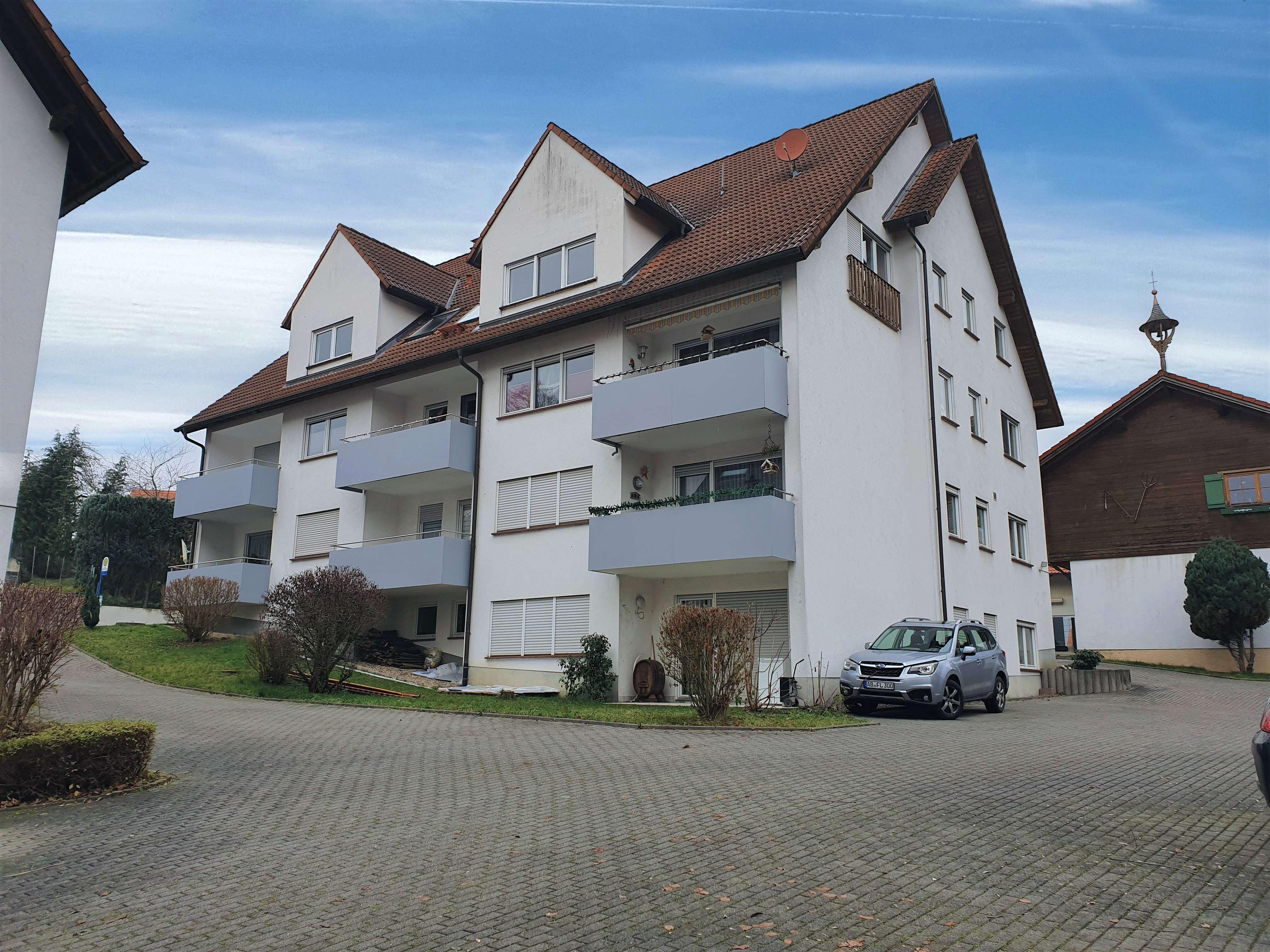 Gepflegte 3 Zi. Wohnung mit Tageslichtbad, Einbauküche und KFZ-Stellplatz in Krombach in