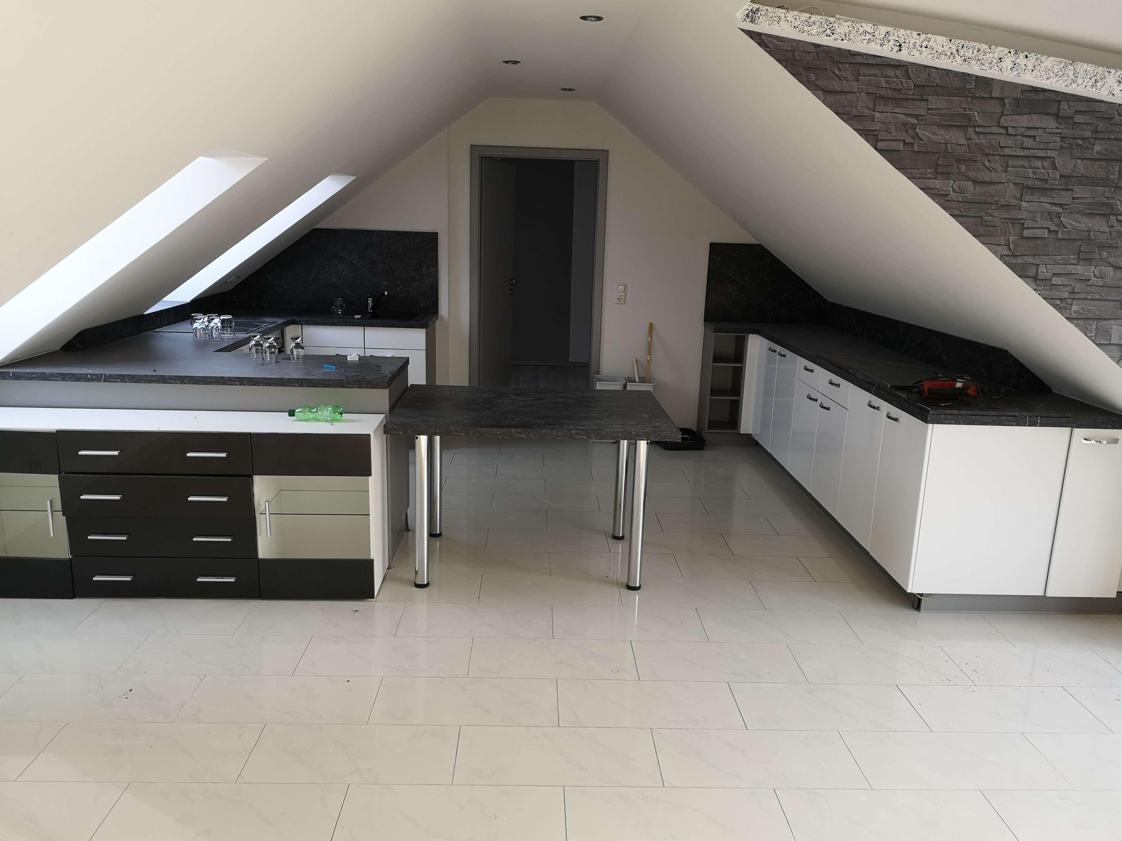 Exklusive 3-Zimmer-DG-Wohnung mit Balkon und Einbauküche in Ausburg