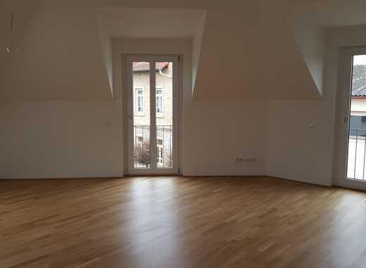 Neuwertige 3-Zimmer-Dachgeschosswohnung mit Balkon und Einbauküche in Nierstein