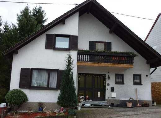 Schiffweiler: Großzügiges Einfamilienhaus mit Einliegerwohnung