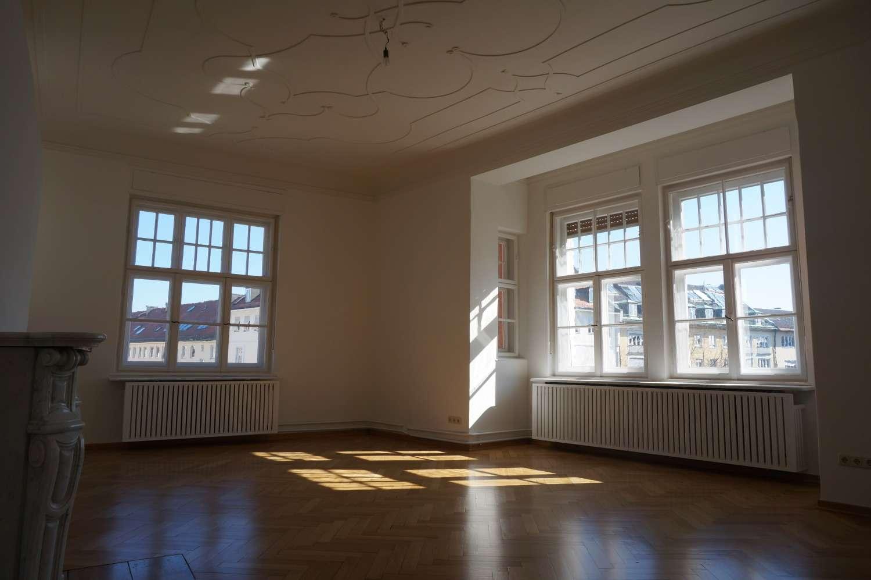 Schwabing, von privat 6 Zimmer Jugendstil Altbau