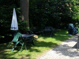 Garten mit Sitzbereich