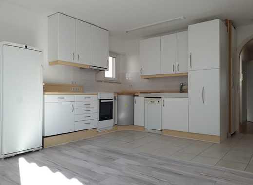 Renovierte helle 3-Zimmer-Wohnung mit großer Terrasse, Kellerraum, Garten und Parkplatz in Nussloch