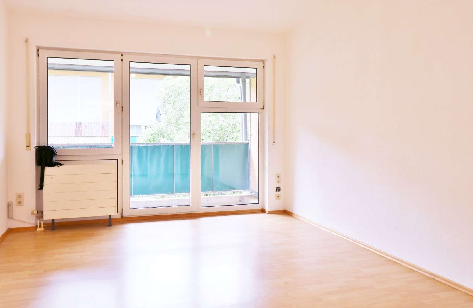 Schönes 1-Zimmer-Apartment im 1. OG mit Balkon, TG-Stellplatz, Kellerabteil, Sep. Waschmaschinenraum in