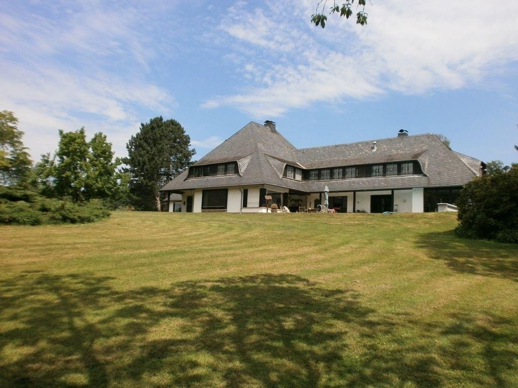 Ratingen-Hösel: Herrschaftliche Villa in einzigartiger Parklandschaft!
