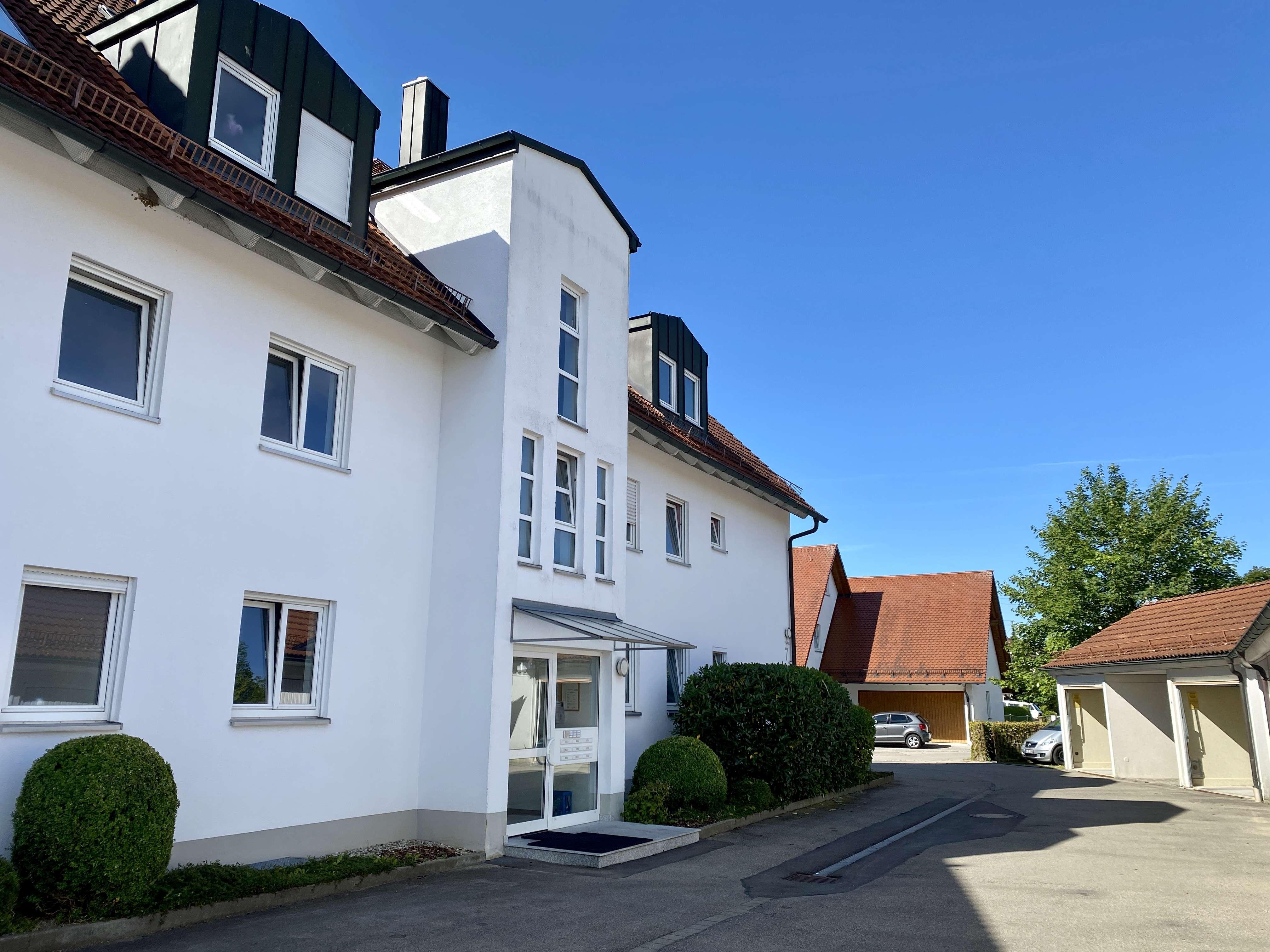 Gepflegte Wohnung mit fünf Zimmern sowie Balkon und Einbauküche in Ichenhausen in