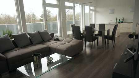 Komplett möblierte helle 2 Zimmer Penthouse Wohnung im modernen Stil mit Blick auf die Alpen in Unterhaching