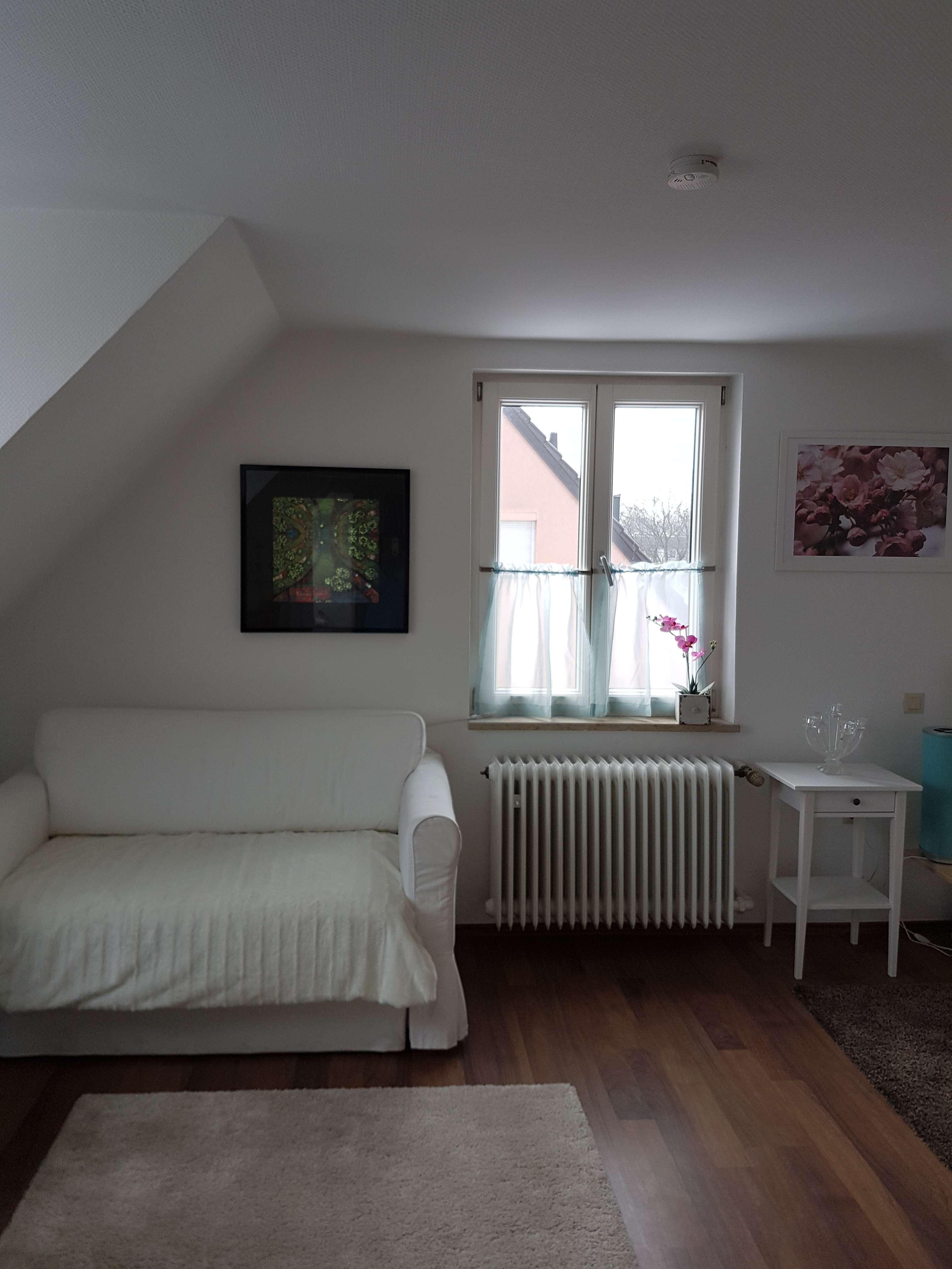 ab 01.06. möblierte 1,5-Zimmer-DG-Wohnung in München 30qm, 795 € in