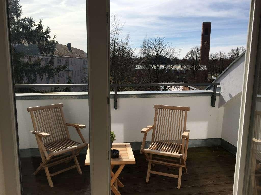 Frisch für Sie renoviert: Moderne 2-Zimmer-Dachgeschosswohnung (unmöbliert)