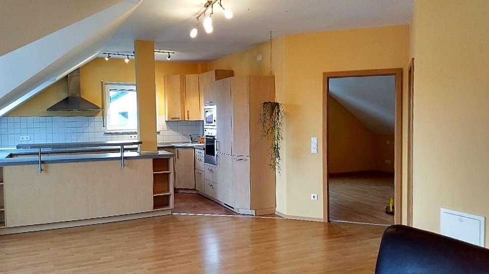 Helle, gemütliche vier Zimmer Dachgeschoss-Wohnung in Aschaffenburg Obernau in