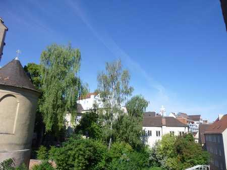 Wohnen in der Altstadt. Helle und sonnige 3,5 Zimmer Wohnung zum Bezug frei. in Augsburg-Innenstadt