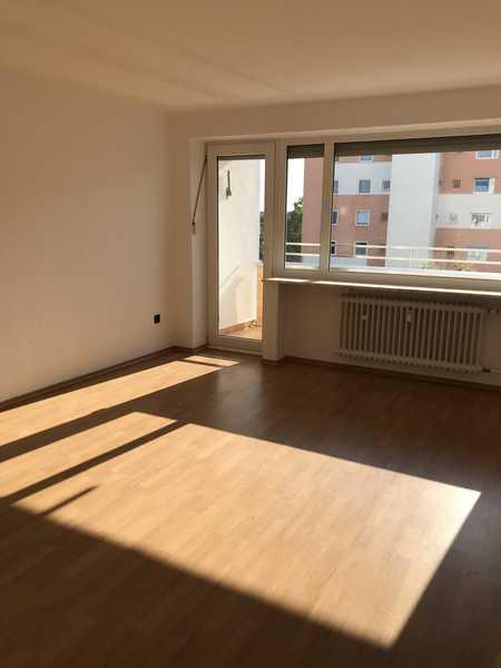 Modernisierte 3-Zimmer-Wohnung mit Balkon in der Lerchenau, München in Feldmoching (München)