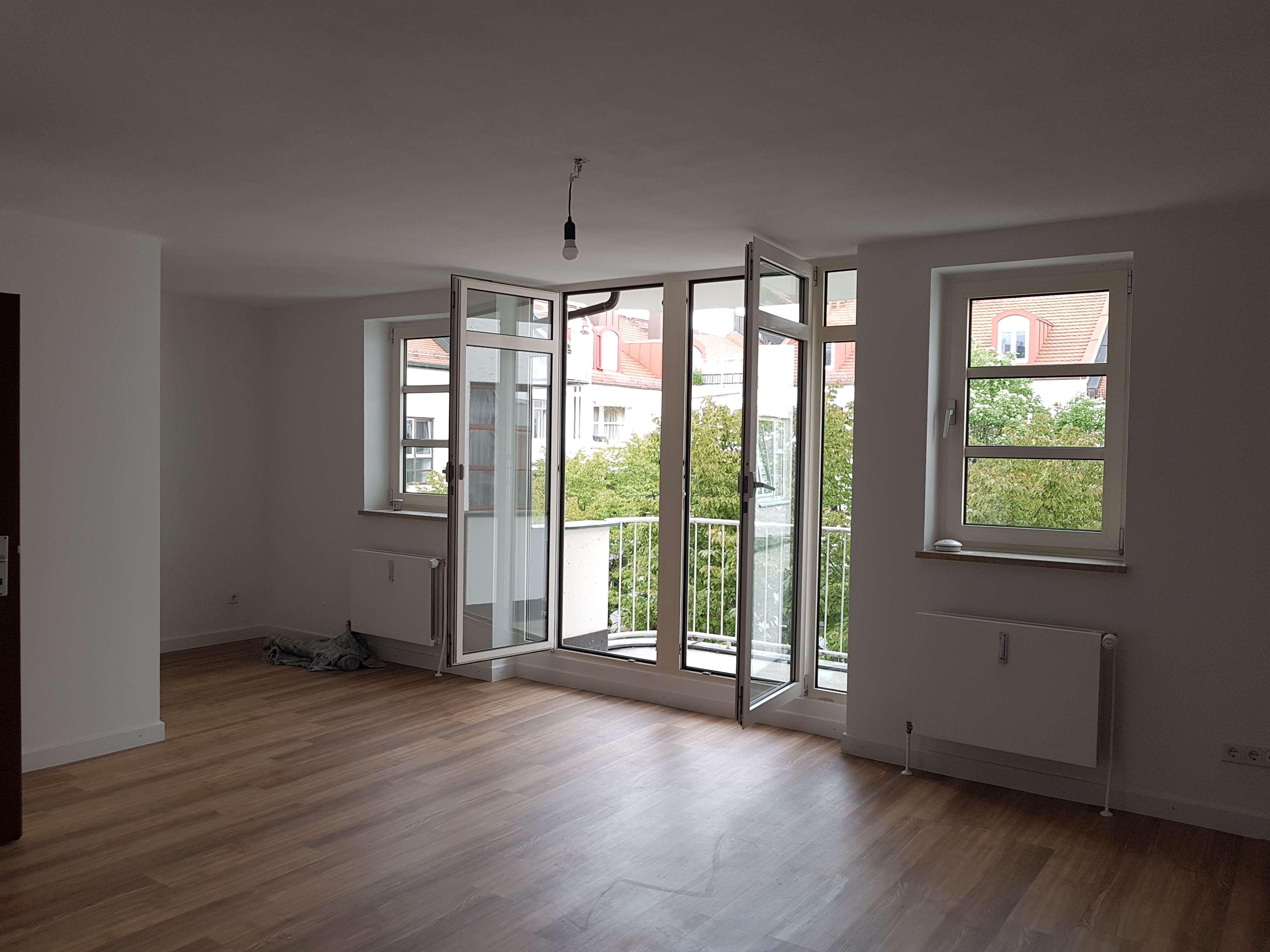 Stilvolle, modernisierte 1-Zimmer-Wohnung mit Balkon in München (Kreis)