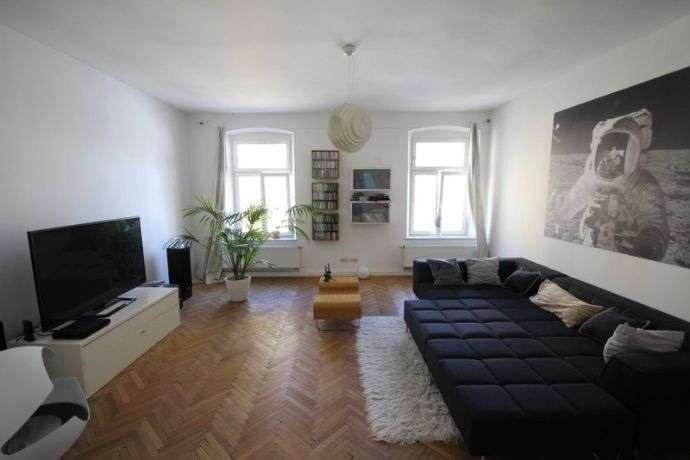 4,5-Zimmer-Wohnung mit Balkon und EBK in zentraler Lage in Regensburg-Innenstadt