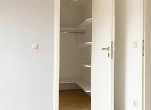 PROVISIONSFREI: Helle, gepflegte 2,5 Zimmer Wohnung, ab sofort