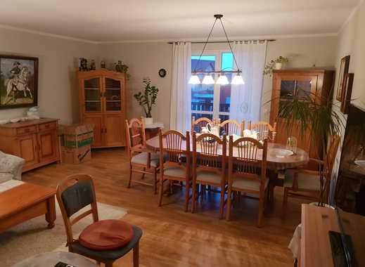 Ruhige, neuwertige 3,5-Zimmer-Wohnung mit Balkon , Gartenanteil und EBK in Alzey