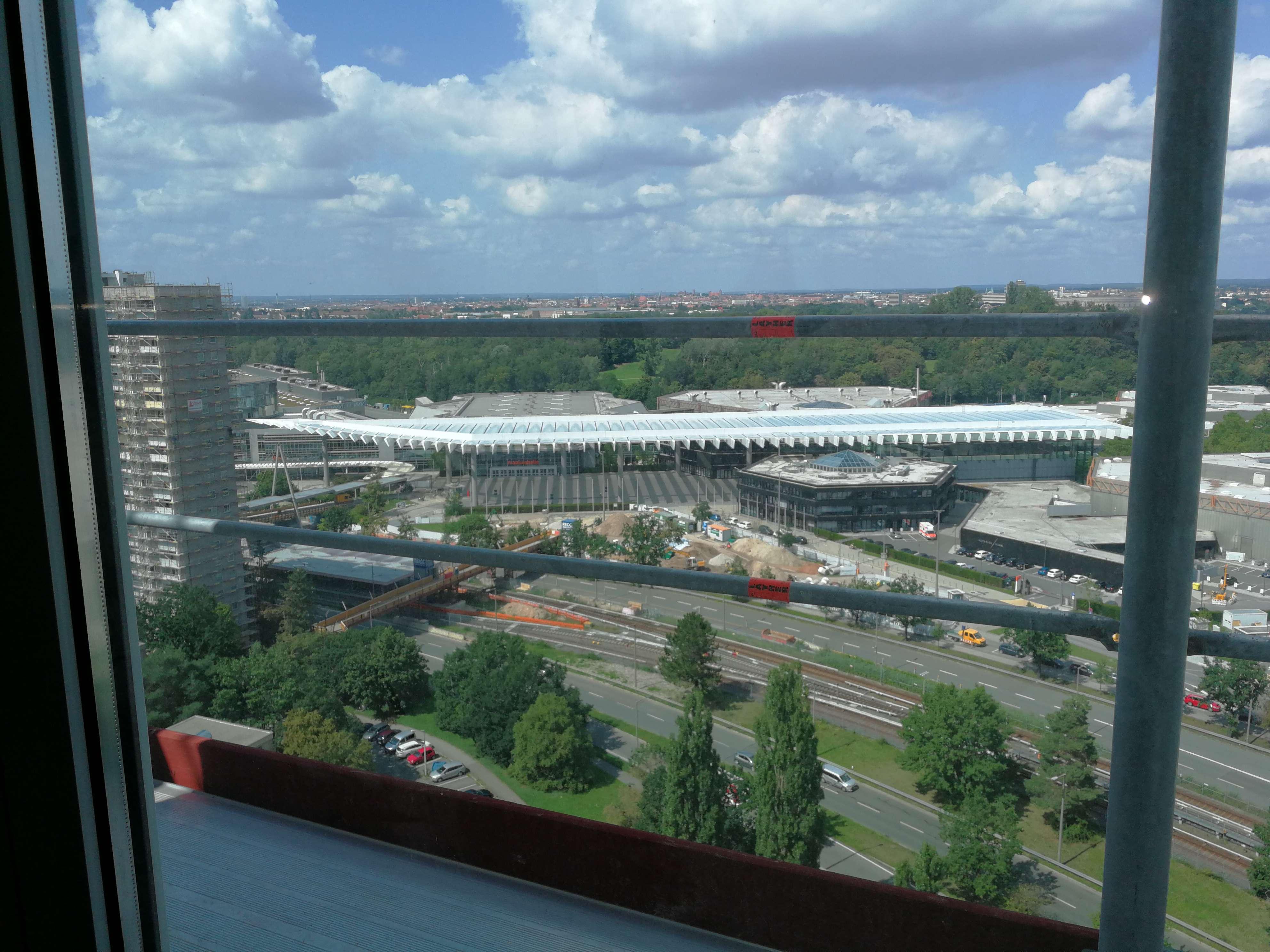 Neuselsbrunn 20. Stock, toller Weitblick, 3-Zimmer-Wohnung mit Balkon und Küche in