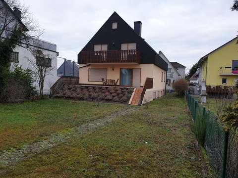 Einfamilienhaus In Zweiter Baureihe Mit Terrasse Balkon Und