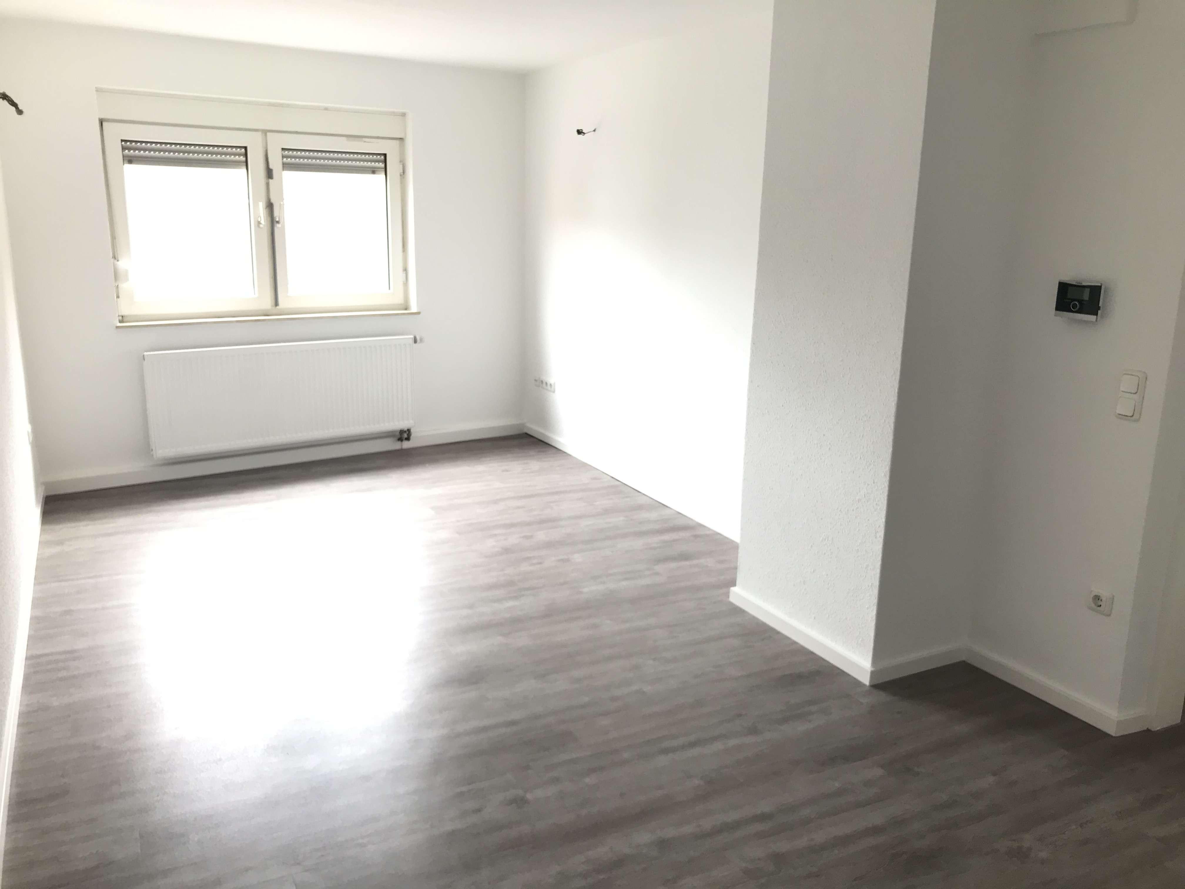 Allersberger Straße, helle 2-ZW, ca. 55 qm, EBK gegen Ablöse, Laminat, 4.OG ohne Aufzug in